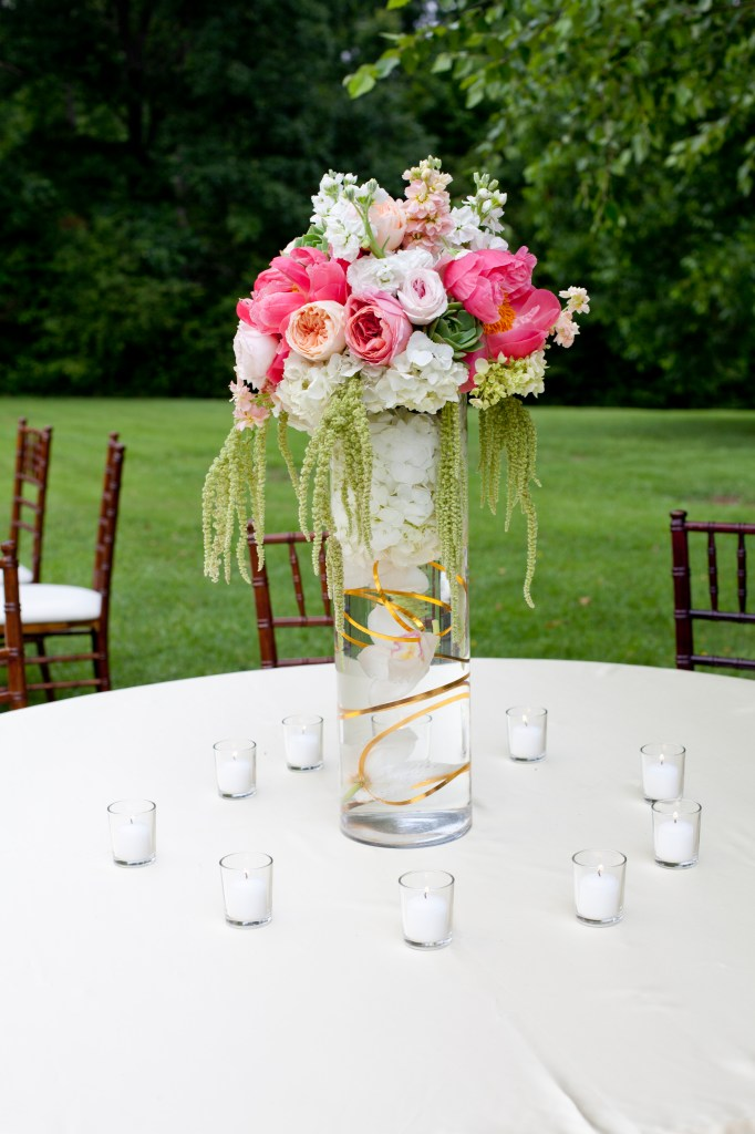 coral-peach-and-gold-centerpiece