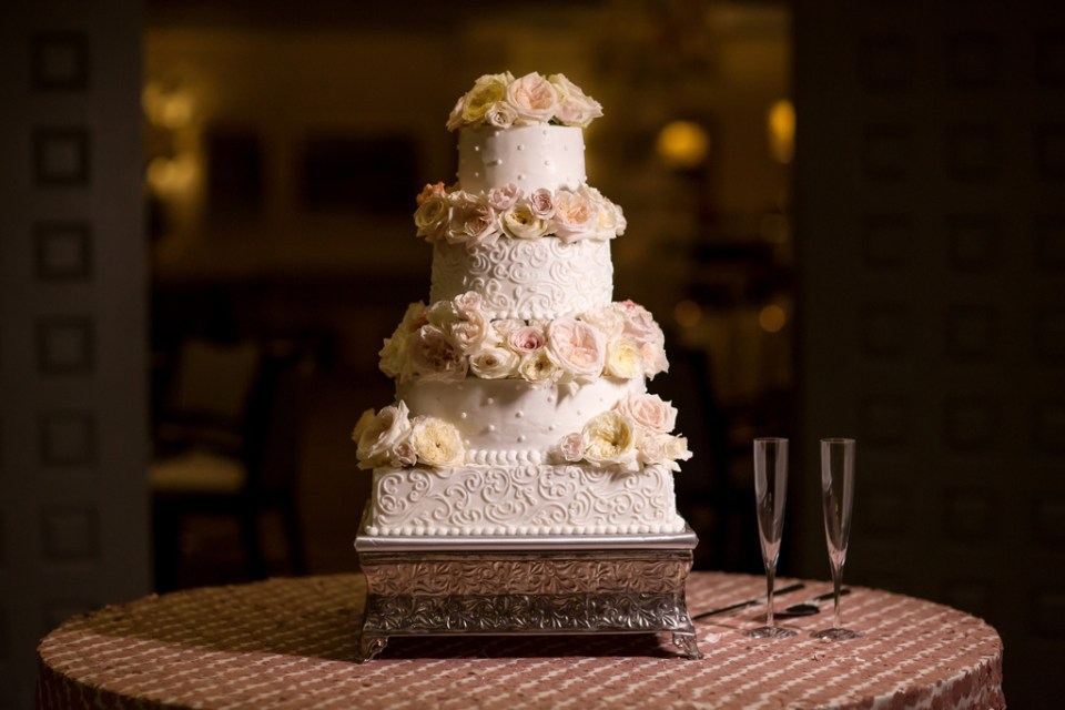 Wedding Cake by Carolyn's Creations