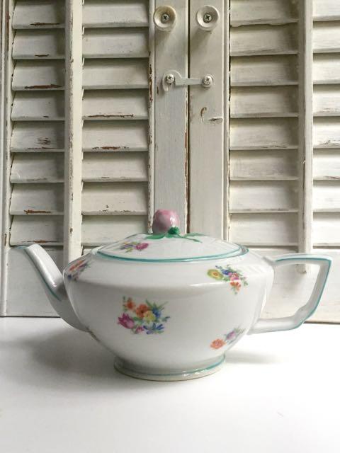 F&B Floral Teapot