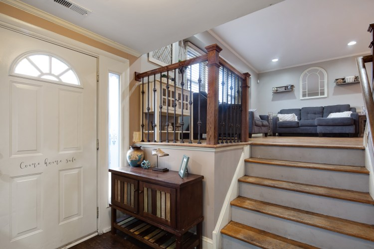 Foyer of 381 Wedgewood Drive