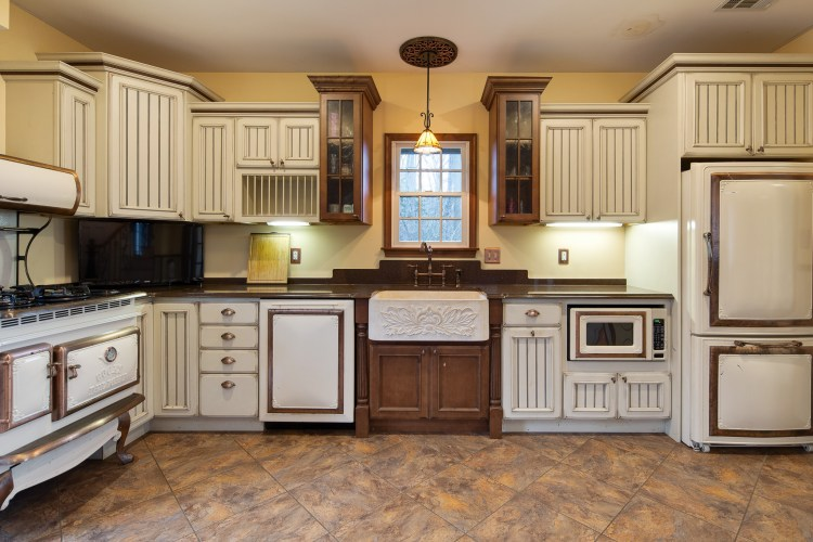 A combination of French White and Walnut Cabinetry gives this kitchen a beautiful contrast.