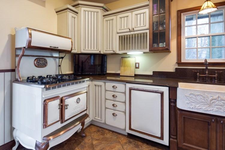 The Elmira Retro Stove and Dishwasher