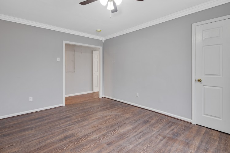 Family Room of 470 Dickinson Rd