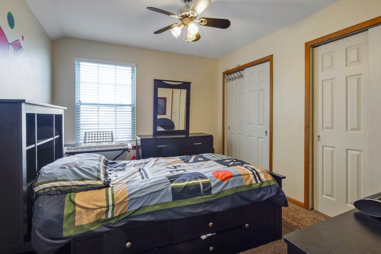 Bedroom at 49 Woodduck