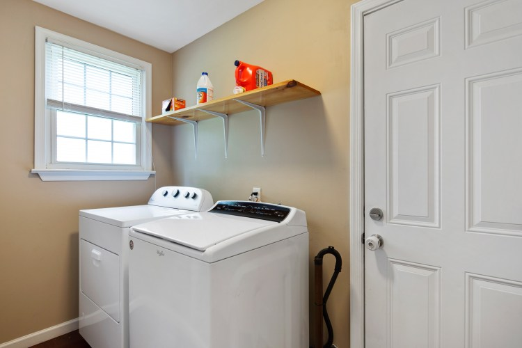 Laundry room of 38 Pennsylvania AVenue Stratford