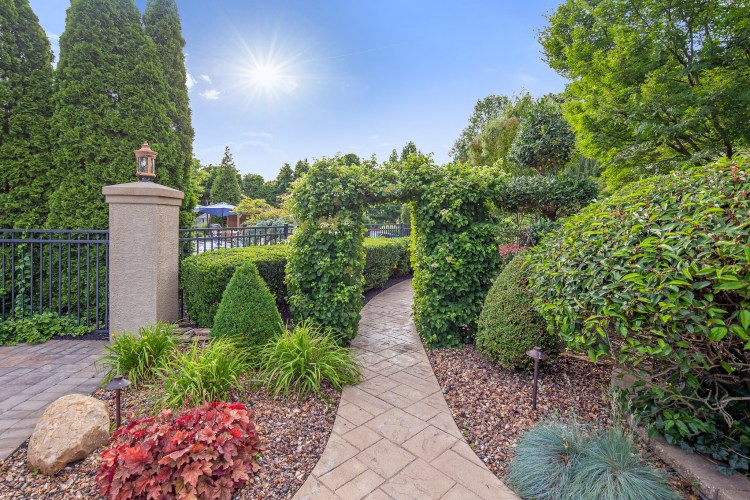 531 Shadowbrook Trail landscape