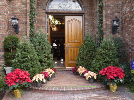 holiday home tour courtesy of https://www.facebook.com/Assistance-League-of-Capistrano-Valley-173162757529/