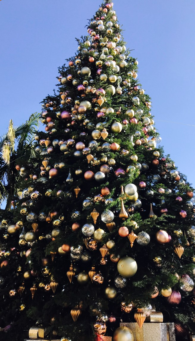 Dana Point Ritz Carlton Holiday Tree 2017 Courtesy of SouthOCBeaches.com
