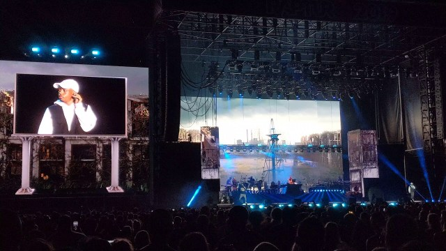 "New Live: Boogie & Eminem – ""Rainy Days"" (Brisbane) [Screen Focusing]"