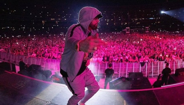 "WATCH: Eminem makes 81,000 people sing Queen's ""Will Will Rock You"" in Melbourne"