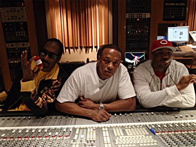 WATCH: Dr. Dre, Snoop Dogg, The Game, Fredwreck & more in the studio !