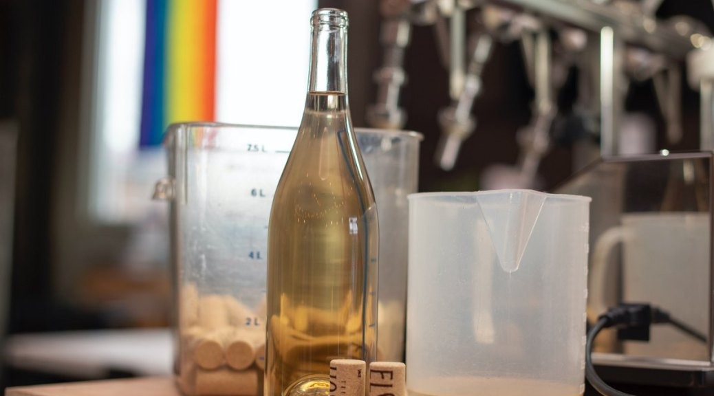 Featured image: Elsom Cellars' new white wine, Albariño. (Photo: Elsom Cellars)