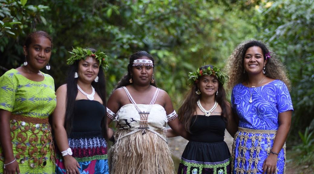 Photo depicting Pasifika-presenting individuals posing for a photo.