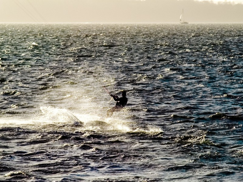 kite-surfing-on-the-solent