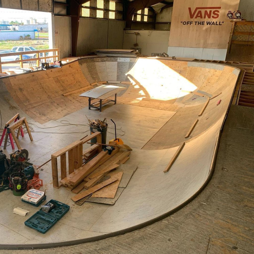 southside-skatepark-dog-bone-bowl-construction