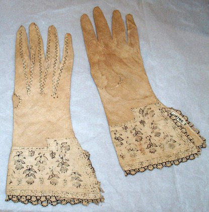 Pair of linen gloves (C04839, C04840)
