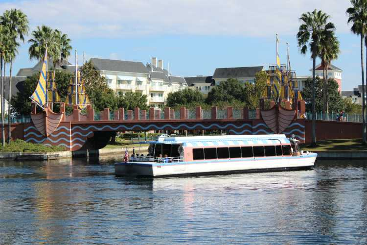 Guests have the option to take a ride on a water taxi as their mode of transportation. The taxi can be boarded at the boardwalk and texts guests across the water.