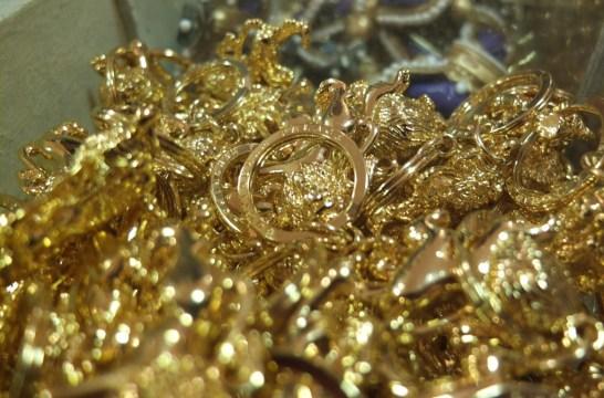 buckingham palace gold key chains royal souvenir