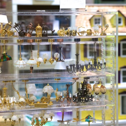 FAO Schwartz NYC toys kids doll house furnishing lights
