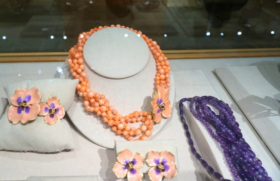Metropolitan Museum Of Art Gift Shop Souvenirs NYC New York Jewelry Coral Necklace