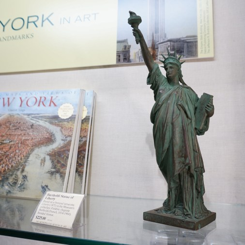 Metropolitan Museum Of Art Gift Shop Souvenirs NYC New York Statue Liberty