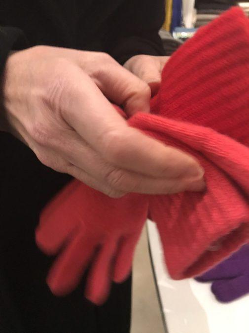 Discount Cashmere gloves at L'Habilleur, Paris in the Haut Marais