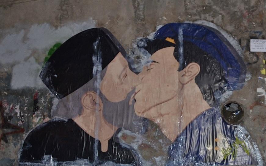 В центре Тбилиси вывесили плакат против гомофобии