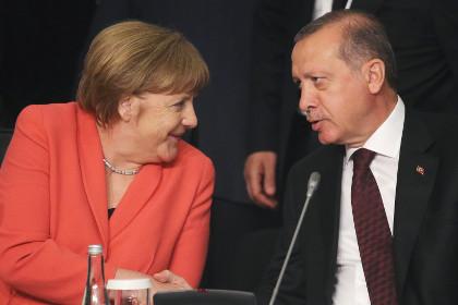 The Telegraph: Меркель готова уступить Эрдогану по введению безвизового режима
