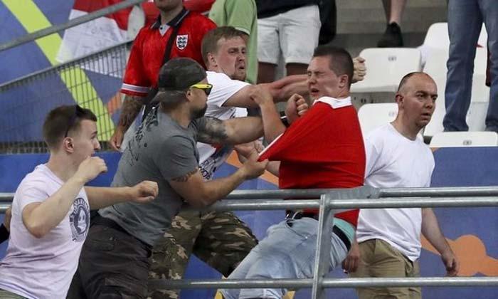 The Guardian за действиями российских футбольных фанатов увидела Кремль