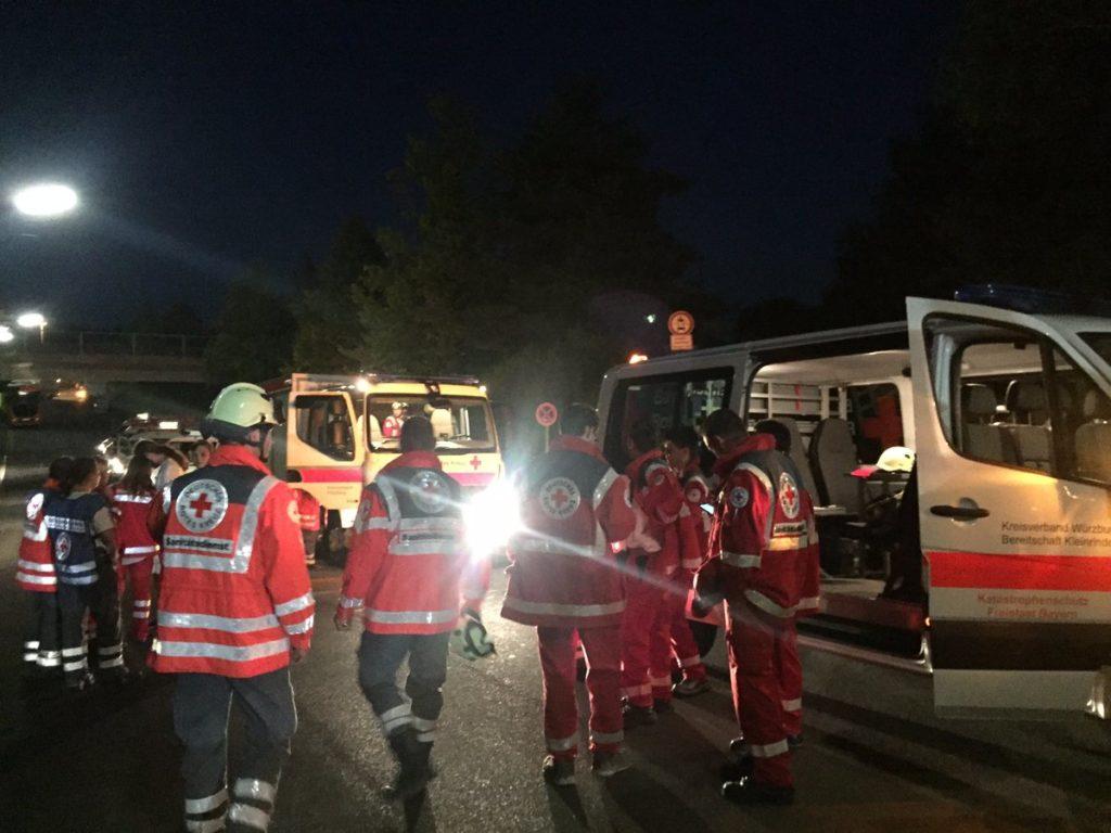 CnrPjghWEAMFuEW #новости германия, ИГ, нападение, поезд, раненые