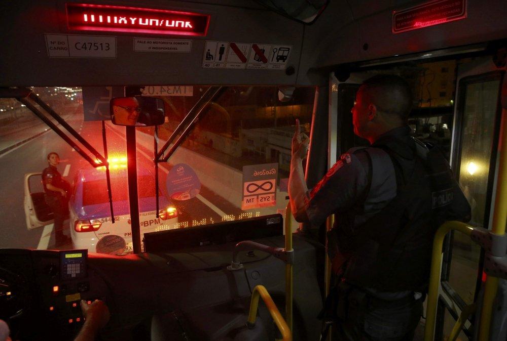 3 5ba490b3 #новости автобус, журналисты, инцидент, нападение, Олимпиада 2016, Рио-де-Жанейро