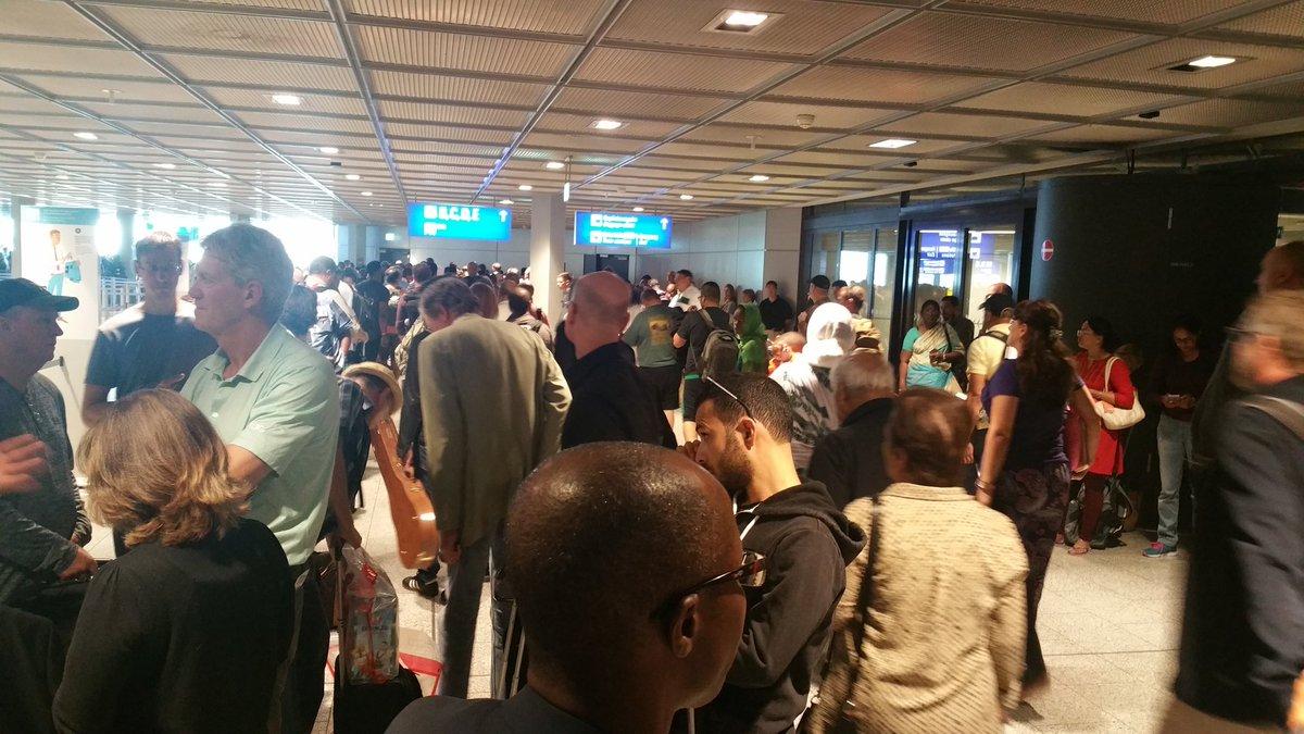 Срочная эвакуация объявлена в аэропорту Франкфурта