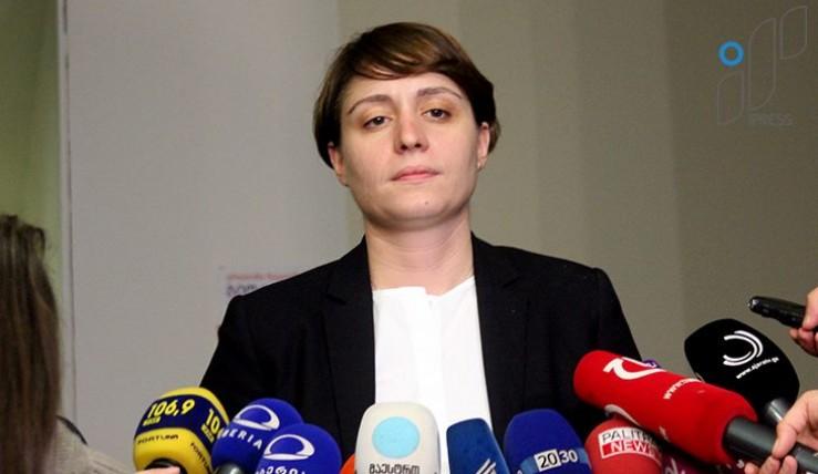 """Депутата """"Европейской партии"""" вынудили покинуть заседание парламента из-за плаката"""