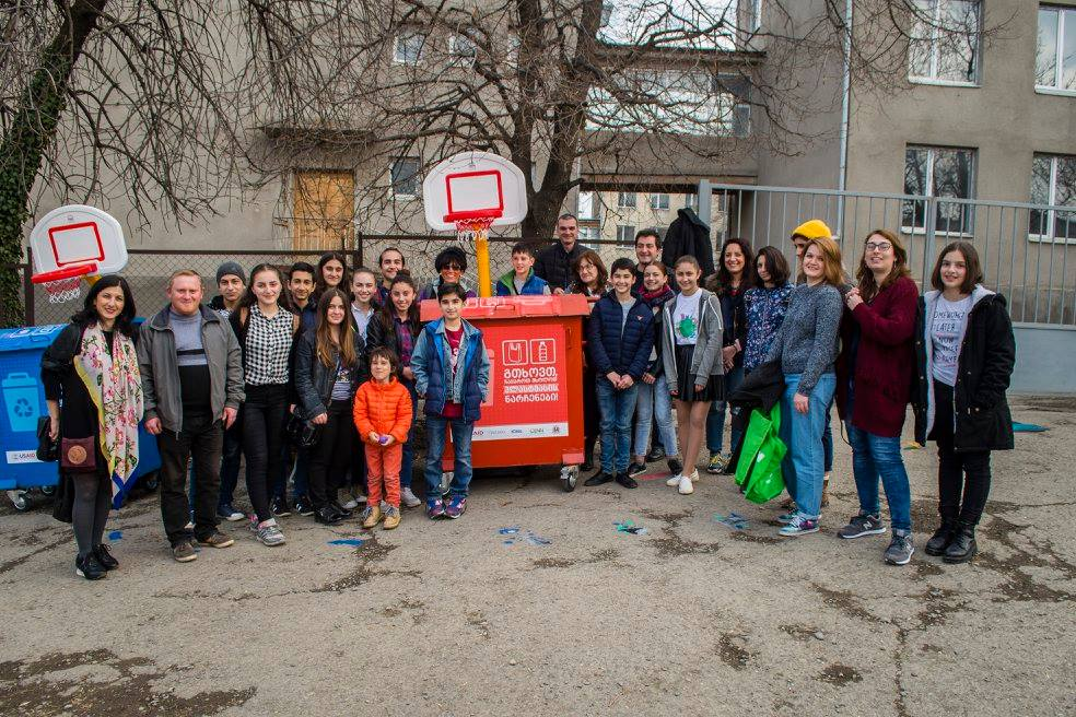 В Телави появились урны для сортировки мусора