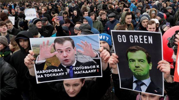 Массовые акции простета в России: Навальный приговорен к 15 суткам заключенияМассовые акции простета в России: Навальный приговорен к 15 суткам заключения