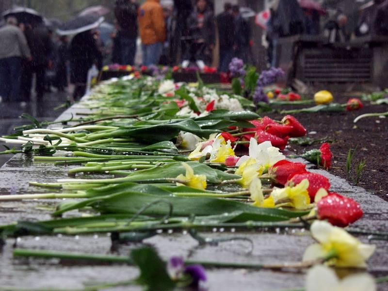 В центре Тбилиси проходит акция памяти жертв 9 апреля