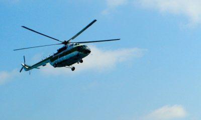 Священник благословил детей с вертолета и сбросил им конфеты