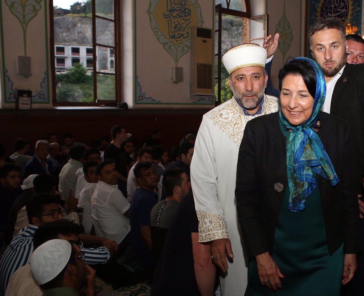 D8McfKWXUAAZW9i #новости Грузия, Мамука Бахтадзе, мусульмане, Премьер-министр Грузии, Рамадан, Рамазан, Саломе Зурабишвили