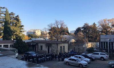 Спецназ готовится к разгону пикетчиков у парламента. Фото: Дина Шанава