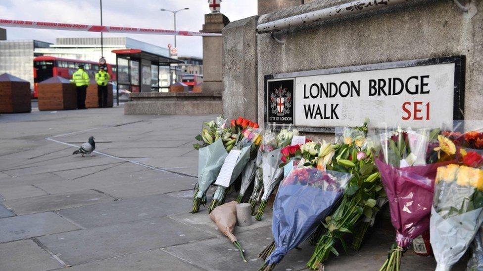 Цветы на Лондонском мосту