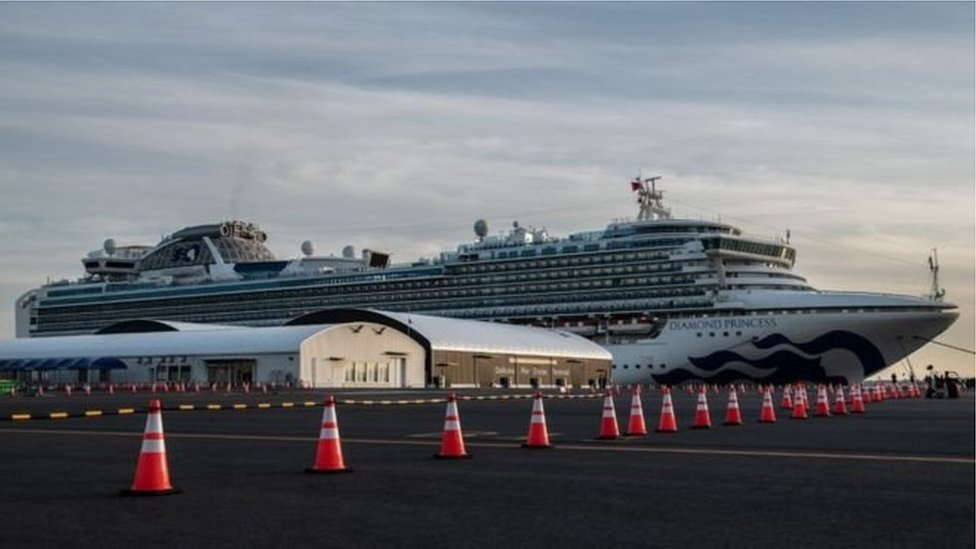 """""""Даймонд принцесс"""" в порту возле Йокогамы"""