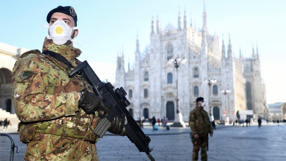 В Милане, где проходит Неделя моды, множество мероприятий отменено из-за вспышки коронавируса