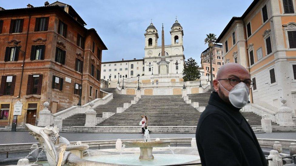 Испанская лестница в Риме в дни карантина