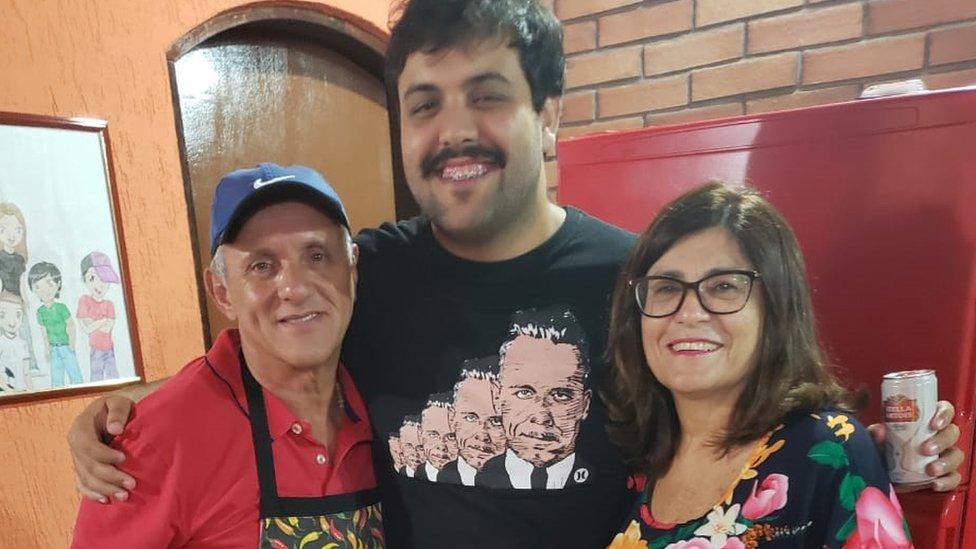 Муж Веры Лусии Паулу (слева) был физически крепким мужчиной, который ничем не болел
