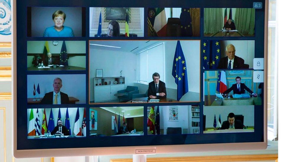 Так проходила встреча лидеров ЕС 26 марта. Договориться с окошками на мониторе еще сложнее, чем лично