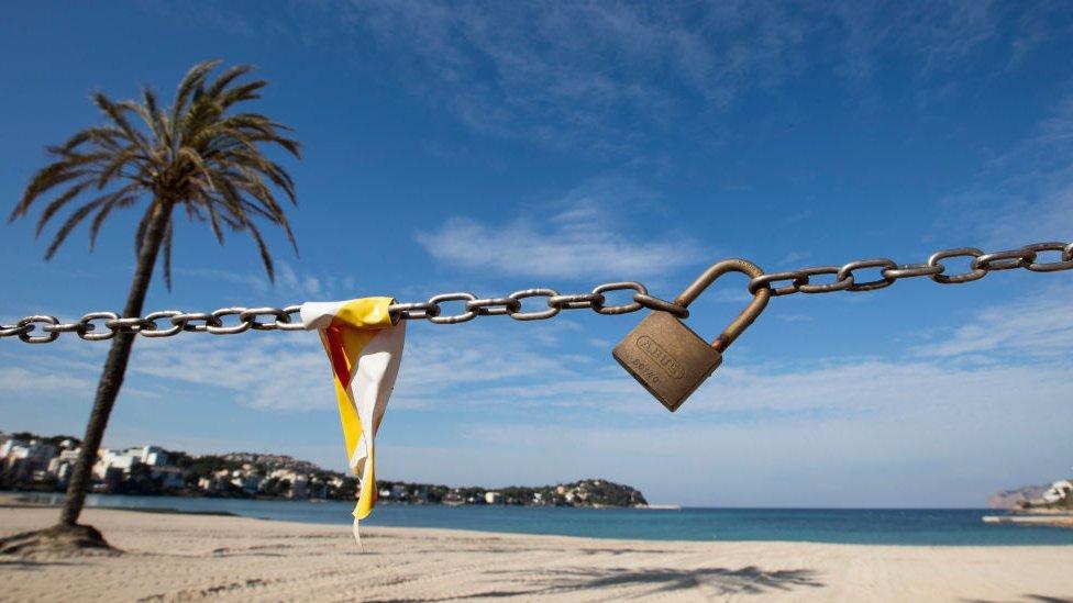 Испанские пляжи закрыты, туристов нет. Кризис только начинается
