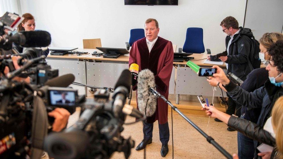 Журналисты и прокурор
