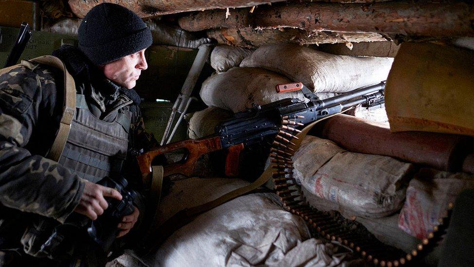 пулеметчик в укрытии