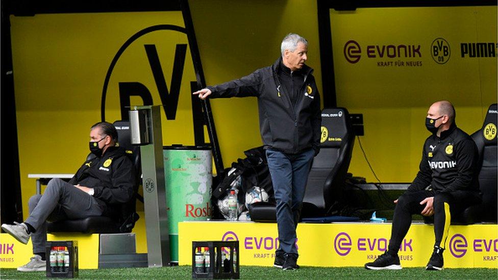 """Так выглядела скамейка запасных дортмундской """"Боруссии"""", и к такой телекартинке в 2020-м придется привыкнуть всей Европе"""