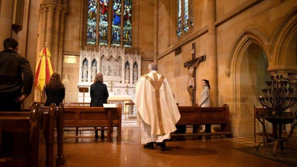 В Австралии число людей, которые могут находиться в церкви одновременно, строго ограничено